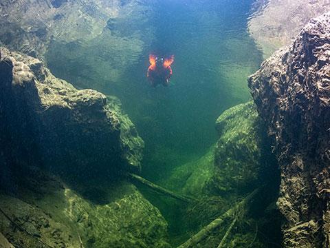 Under Pressure Tauchen im Attersee Flusstauchen